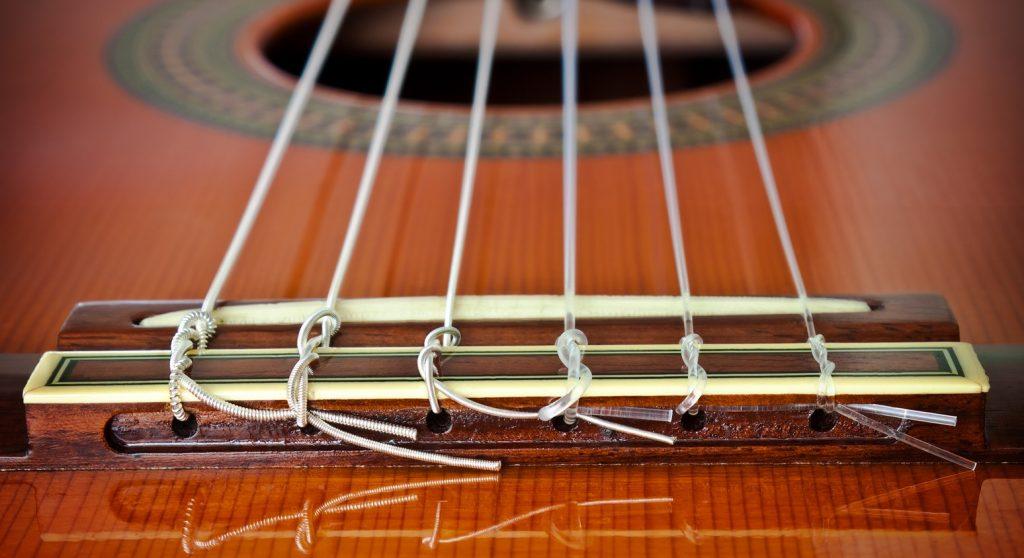 jakie struny do gitary klasycznej warto wybrac i kupic